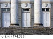 Купить «Входные двери Градской (Голицынской) больницы. Москва», фото № 174385, снято 5 января 2008 г. (c) Юрий Синицын / Фотобанк Лори