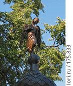 Купить «Фигурка бронзового ангела с книгой», фото № 175833, снято 12 августа 2007 г. (c) Ирина Андреева / Фотобанк Лори
