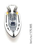 Купить «Моторная лодка на белом фоне», фото № 175905, снято 5 января 2008 г. (c) Угоренков Александр / Фотобанк Лори