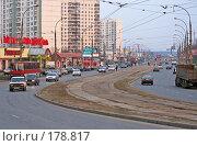 Купить «Вечерняя улица», фото № 178817, снято 29 апреля 2006 г. (c) Андрей Ерофеев / Фотобанк Лори