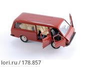 Купить «Коллекционная масштабная модель легкового автомобиля РАФ - микроавтобус», фото № 178857, снято 17 января 2008 г. (c) Денис Дряшкин / Фотобанк Лори