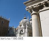 Купить «Великолепная архитектура Венеции, скульптуры на крыше», фото № 180065, снято 23 сентября 2007 г. (c) Георгий Ильин / Фотобанк Лори