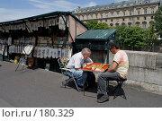 Купить «Букинисты Парижа на досуге», фото № 180329, снято 18 июня 2007 г. (c) Юрий Синицын / Фотобанк Лори