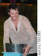 Купить «Портрет Алексея Тихонова с жестяным тазом», фото № 183081, снято 29 мая 2007 г. (c) Артём Анисимов / Фотобанк Лори