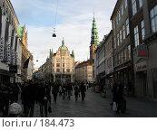 Купить «Копенгаген, народ, улица в тени. Еще немного, и лучи солнца коснутся мостовой.», фото № 184473, снято 30 декабря 2007 г. (c) Георгий Ильин / Фотобанк Лори