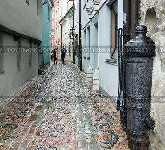 Купить «Узкая улочка в старой Риге», фото № 186577, снято 23 ноября 2006 г. (c) Vladimirs Koskins / Фотобанк Лори