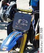 Купить «Передняя часть кроссового мотоцикла с изображением монстра», фото № 187109, снято 5 мая 2007 г. (c) Антон Самбуров / Фотобанк Лори
