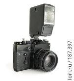 Купить «Советский фотоаппарат и фотовспышка», фото № 187397, снято 19 января 2008 г. (c) Валерий Александрович / Фотобанк Лори