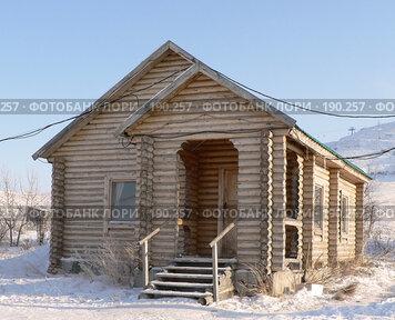 Купить «Деревянный домик зимой», фото № 190257, снято 19 августа 2018 г. (c) Вера Тропынина / Фотобанк Лори
