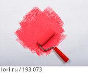 Купить «Покраска обоев в розовый цвет», фото № 193073, снято 31 января 2008 г. (c) Иван Сазыкин / Фотобанк Лори