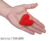 Купить «Мужская рука держащая мягкое красное сердце», фото № 194889, снято 9 января 2008 г. (c) Harry / Фотобанк Лори