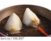 Купить «Приготовление корейской морковки - масло раскалить, дать в нем сгореть луку и острому перцу, сгоревшее удалить», фото № 196897, снято 7 февраля 2008 г. (c) Tamara Kulikova / Фотобанк Лори