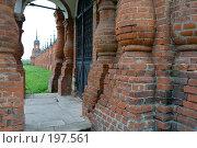 Купить «Ограда Волоколамского кремля», фото № 197561, снято 26 августа 2007 г. (c) Юрий Синицын / Фотобанк Лори