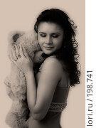 Купить «Мечты. Девушка с медвежонком.», фото № 198741, снято 23 декабря 2007 г. (c) Валентин Мосичев / Фотобанк Лори