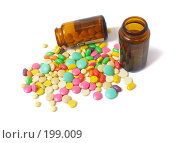 Купить «Таблетки на белом фоне», фото № 199009, снято 23 января 2008 г. (c) Майя Крученкова / Фотобанк Лори