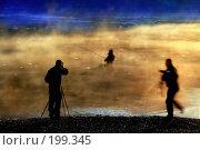 Купить «Один ловит рыбку, двое - рыбака», фото № 199345, снято 19 апреля 2018 г. (c) Aleksander Kaasik / Фотобанк Лори