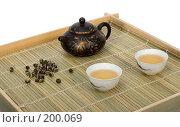 Купить «Чайник и чашки с зеленым чаем на деревянном подносе», фото № 200069, снято 2 декабря 2007 г. (c) Татьяна Белова / Фотобанк Лори