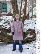 Купить «Девчонка-подросток на замерзшем пруду», фото № 200293, снято 11 декабря 2018 г. (c) Мирослава Безман / Фотобанк Лори