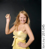 Купить «Портрет юной  девушки с раковиной в руке», фото № 201045, снято 27 января 2008 г. (c) Моисеева Галина / Фотобанк Лори