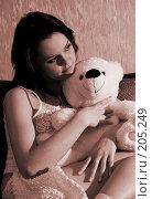 Купить «Девушка с игрушечным медведем. Сепия», фото № 205249, снято 9 февраля 2008 г. (c) Арестов Андрей Павлович / Фотобанк Лори
