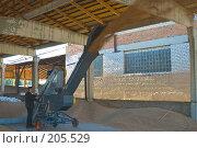 Купить «Зернопогрузчик на току. Сушка зерна.», фото № 205529, снято 6 сентября 2004 г. (c) Иван Сазыкин / Фотобанк Лори