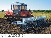 Купить «Трактор с сеялкой на вспаханном поле», фото № 205545, снято 7 сентября 2004 г. (c) Иван Сазыкин / Фотобанк Лори