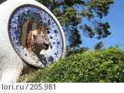 Купить «Деталь украшения главной лестницы парка Гуэль (голова змеи) в Барселоне», фото № 205981, снято 19 сентября 2005 г. (c) Солодовникова Елена / Фотобанк Лори