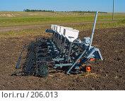 Купить «Сеялка на вспаханном поле», фото № 206013, снято 7 сентября 2004 г. (c) Иван Сазыкин / Фотобанк Лори