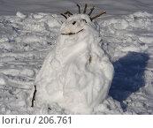 Купить «Снеговик в парке в солнечный зимний день», эксклюзивное фото № 206761, снято 3 февраля 2008 г. (c) lana1501 / Фотобанк Лори