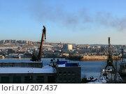 Купить «Вид на Мурманский судоремонтный завод и на центр города», эксклюзивное фото № 207437, снято 9 февраля 2008 г. (c) Иван Мацкевич / Фотобанк Лори