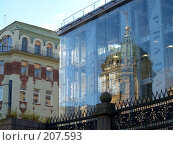 Купить «Казанский собор в отражении бутика», фото № 207593, снято 21 октября 2007 г. (c) Илья Благовский / Фотобанк Лори