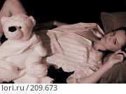 Купить «Девушка с игрушечным медведем. Сепия», фото № 209673, снято 9 февраля 2008 г. (c) Арестов Андрей Павлович / Фотобанк Лори