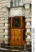Купить «Подъезд жилого дома. Москва.», фото № 211069, снято 20 февраля 2008 г. (c) Николай Коржов / Фотобанк Лори