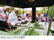 Полевая кухня в Парке Победы. Редакционное фото, фотограф Евгений Труфанов / Фотобанк Лори