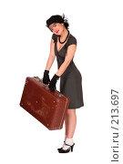 Купить «Девушка с чемоданом», фото № 213697, снято 26 февраля 2008 г. (c) Vdovina Elena / Фотобанк Лори