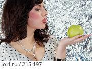 Купить «Яблоко», фото № 215197, снято 4 мая 2007 г. (c) Goruppa / Фотобанк Лори