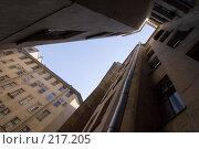 Купить «Двор-колодец или Питерские загогулины», эксклюзивное фото № 217205, снято 30 мая 2007 г. (c) Александр Алексеев / Фотобанк Лори