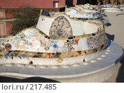 Купить «Мозаичная скамья в парке Гуэль в Барселоне», фото № 217485, снято 20 сентября 2005 г. (c) Солодовникова Елена / Фотобанк Лори