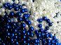 Синие и белые бусы, фото № 218369, снято 25 июля 2017 г. (c) ElenArt / Фотобанк Лори