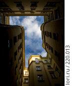 Купить «Двор-колодец», фото № 220013, снято 9 марта 2008 г. (c) Филонова Ольга / Фотобанк Лори