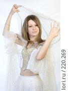 Купить «Девушка  в белом», фото № 220269, снято 4 января 2008 г. (c) Евгений Батраков / Фотобанк Лори