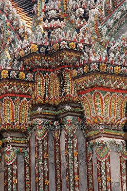 Купить «Мозаичная отделка буддистского храма на территории Королевского дворца в Бангкоке», фото № 224513, снято 10 декабря 2005 г. (c) Куликова Татьяна / Фотобанк Лори