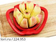 Купить «Яблоко и яблокорезка на деревянной доске», фото № 224953, снято 16 марта 2008 г. (c) Галина Ермолаева / Фотобанк Лори