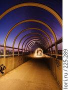 Купить «Пешеходный переход вечером», фото № 225289, снято 19 февраля 2008 г. (c) Михаил Лавренов / Фотобанк Лори