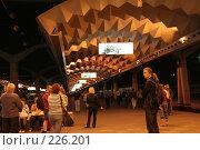 Купить «Ночной перрон Московского вокзала Санкт-Петербурга», фото № 226201, снято 21 августа 2007 г. (c) Евгений Батраков / Фотобанк Лори