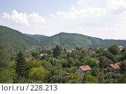 Купить «Болгарское селение в горной долине», фото № 228213, снято 19 августа 2007 г. (c) Harry / Фотобанк Лори