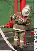 Купить «Пожарный за работой», фото № 230013, снято 20 марта 2008 г. (c) Евгений Батраков / Фотобанк Лори