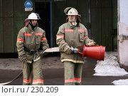 Купить «Пожарные за работой», фото № 230209, снято 20 марта 2008 г. (c) Евгений Батраков / Фотобанк Лори