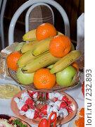 Купить «Фрукты в стеклянной вазе», фото № 232893, снято 20 февраля 2008 г. (c) Федор Королевский / Фотобанк Лори