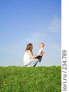 Купить «Игры с мамой», фото № 234789, снято 26 апреля 2018 г. (c) Андрей Щекалев (AndreyPS) / Фотобанк Лори
